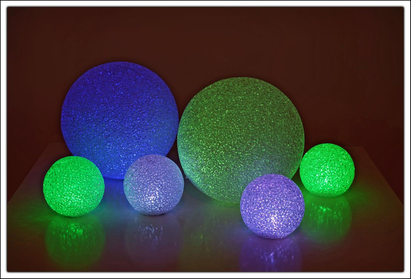 led leuchtkugel 14 cm mit farbwechsel ball kugel lampe. Black Bedroom Furniture Sets. Home Design Ideas